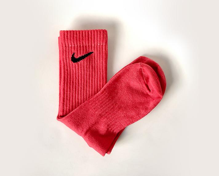 DIY-thabo-thabiso-tie-dye-socks-nike-pink1